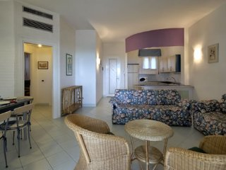 Big Apartment in Residence with Sea View - Wi-Fi - Parking - Private Beach