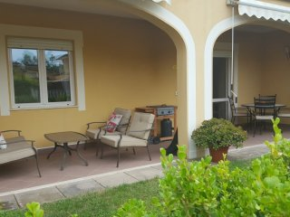 2 Bed, 2 bath apartment Pizzo Beach Club w/garden