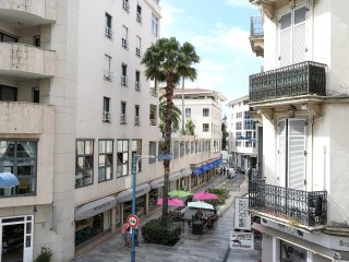 French elegance, 2 bed 3 bath, minutes from beach
