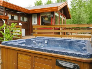 Cozy cottage with great view and hot tub, Mosfellsbaer
