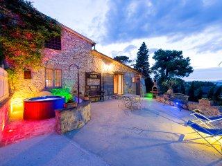 Il Granaio, villa con piscina e spa riscaldata