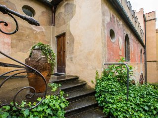 Charming cottage flat in garden center of Florence