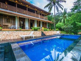 4 Bedroom Javanese Villa with Seaview