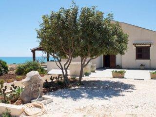 Villa Daniela fronte mare Sampieri Costa di Carro