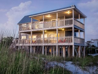 GOIN' COASTAL: Beach Front Home, Sleeps 11, Cape San Blas