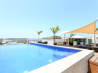 2 bdr condo, great locat, rooftop pool w/sea views, Playa del Carmen