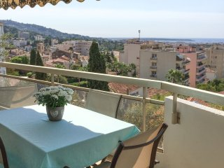Luxury flat with balcony and sea view, Le Cannet