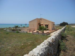 Villa Giovanni fronte mare Sampieri Costa di Carro