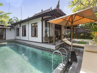 Villa within 5 minutes walking to Berawa beach, Kuta