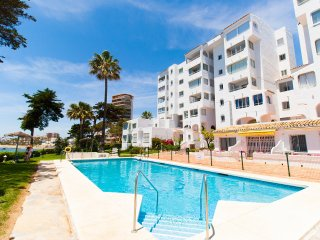 Penthouse with great views directly at the beach, Mijas