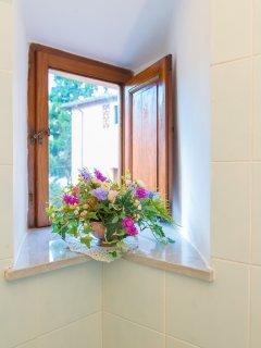 Details Suite bathroom