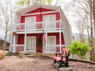 Newly Renovated 3 BR Cabin (Barnyard Shenanigans), Gatlinburg