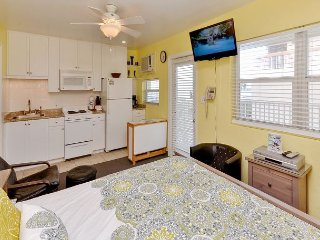 Sea Rocket #26 - Updated 2nd Floor North Side Condo with Gulf View! Sleeps 4!, North Redington Beach