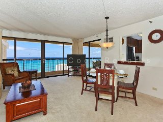 INCREDIBLE OCEAN VIEW!  A/C, WiFi, Pool, Parking, Sleeps 6!, Honolulu