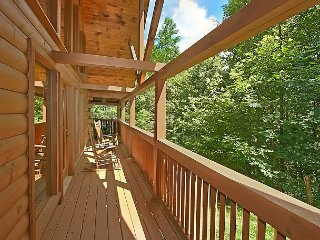 Luxury 2 Bedroom - Outdoor Firepit, Pool Table, Foosball, Air Hockey, Gatlinburg