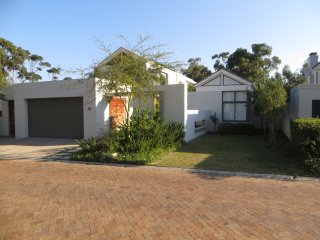 Hermanus Luxury Family home on Golf Estate