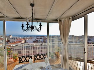 Penthouse apartment with magnificent views, Antibes