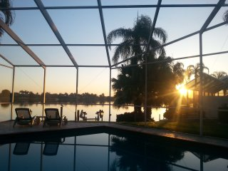 Waterfronthome,pool,spa,dock, great location+view, Cape Coral