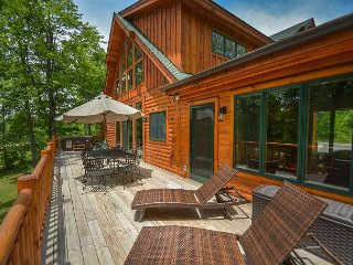 Exceptional 5 Bedroom Log Home with Luxury Accomodations!, McHenry