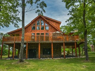 Exceptional 5 Bedroom Log Home with Luxury Accomodations!