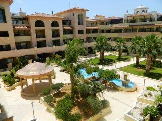 Luxury apartment in Queens Gardens prime location, Paphos