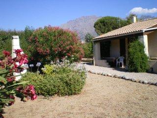 Superbe petite villa au pied des montagnes