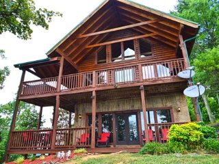 Bearly A Care, Pigeon Forge
