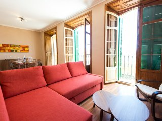 Sunny Cervantes, spacious and bright apartment in historic Malaga