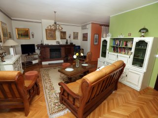 Homelike apartment with sea view for 6, Sibenik