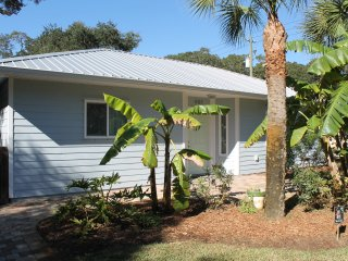 Tropical Treat, Pet Friendly, 2 Bedroom, WIFI, Saint Augustine Beach