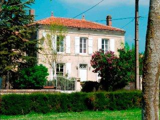 Maison Du Puits, Villeneuve la Comtesse