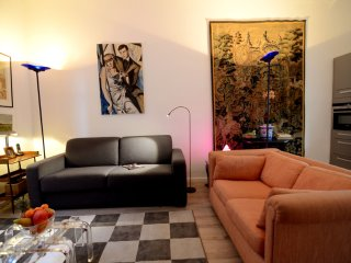 Modern 1 Bedroom Vacation Apt Near La Madeleine