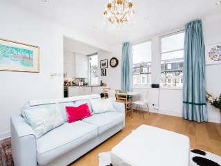 Lovely 2 bedroom apartment in a quiet, residential street- Kensington