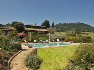 Luxury Villa with pool and garden, Torrita di Siena
