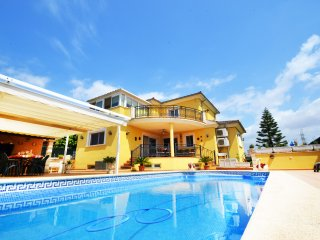 Large and bright Villa Carmela with private pool, Marratxí
