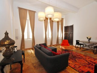 Chic apartment, 14th century heart of Montpellier
