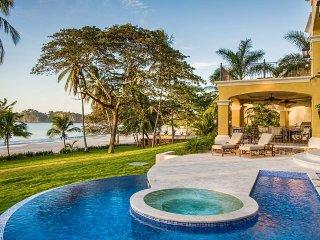 Hacienda YellowHouse, Sleeps 8, Playa Flamingo