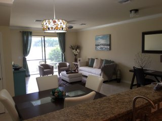 Newer town home in great locaton, Fort Myers