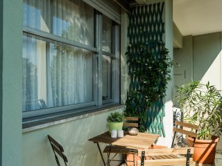 Bright apartment with cozy balcony, Milán