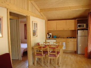 2017 EARLY BOOKING DEALS!  Cute wooden Chalet at Etang Vallier Resort Brossac