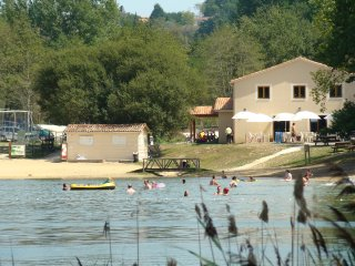 2017 EARLY BOOKING DISCOUNTS! Minivilla CLASSIC at Etang Vallier Lakeside Resort, Brossac