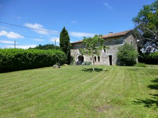Hautte Fayette , Charente-Sleeps up to 10 people., Edon