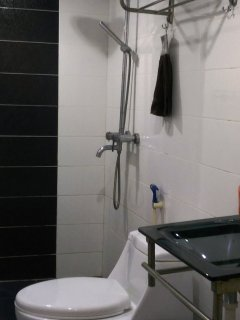 Lower Level Shower room. Shampoo, bath gel, towels and hair dryer provided