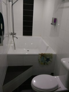 Master bedroom ensuite shower & bath with hot & cold water. Shampoo, bath gel, towels and hair dryer