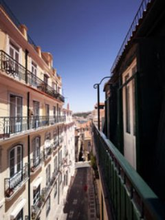 Chiado 1 - duplex with terrace view to the castle in the city center
