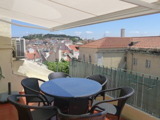 Chiado 1 - duplex with terrace view to the castle in the city center, Lisboa