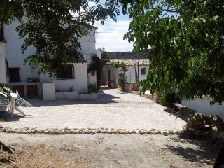 Apartment in Andalucian Farmhouse - fabulous setting with great views., Granada