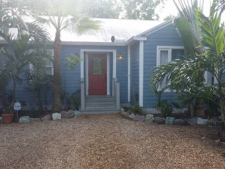 Downtown Cottage Oasis, Private Lot, Delray Beach
