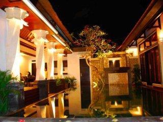 Villa Cantik Tresna, 3 BR Seminyak Villa Bali+Car