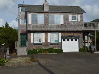 Ray's House in Nedonna Beach 3 BR, Sleeps 8, Rockaway Beach